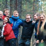 metsatalous opiskelijoita metsassa