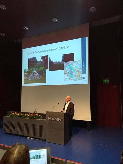 lahella maaseutu -seminaari puhuja puhuu auditoriossa