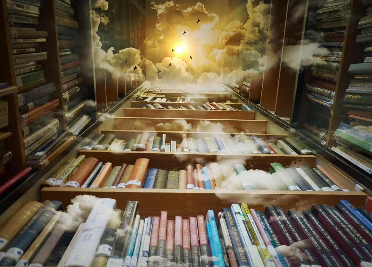 Kirjahyllyja kuvattu alhaalta ylospain, ylhaalla nakyy taivas