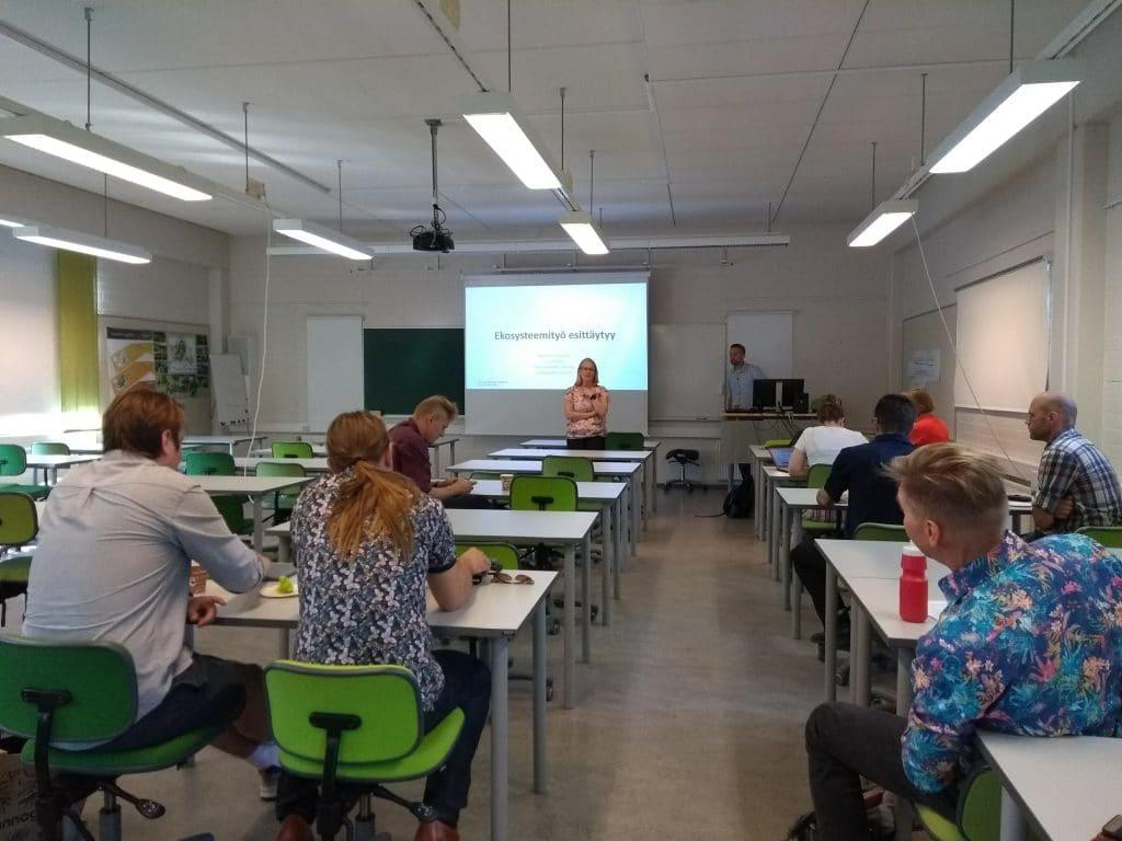 Oppilaat luokassa