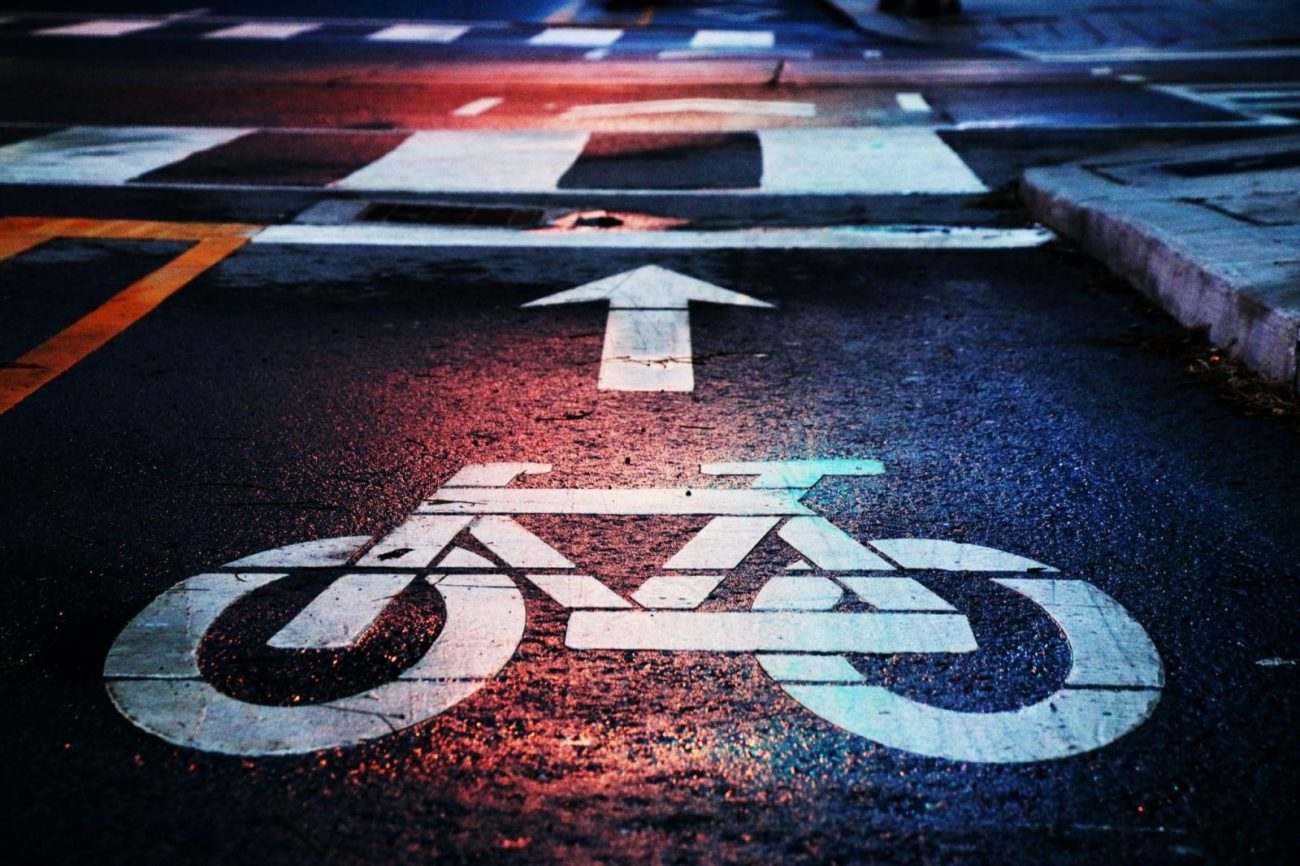 Pyöräkaistan merkintä asfaltilla