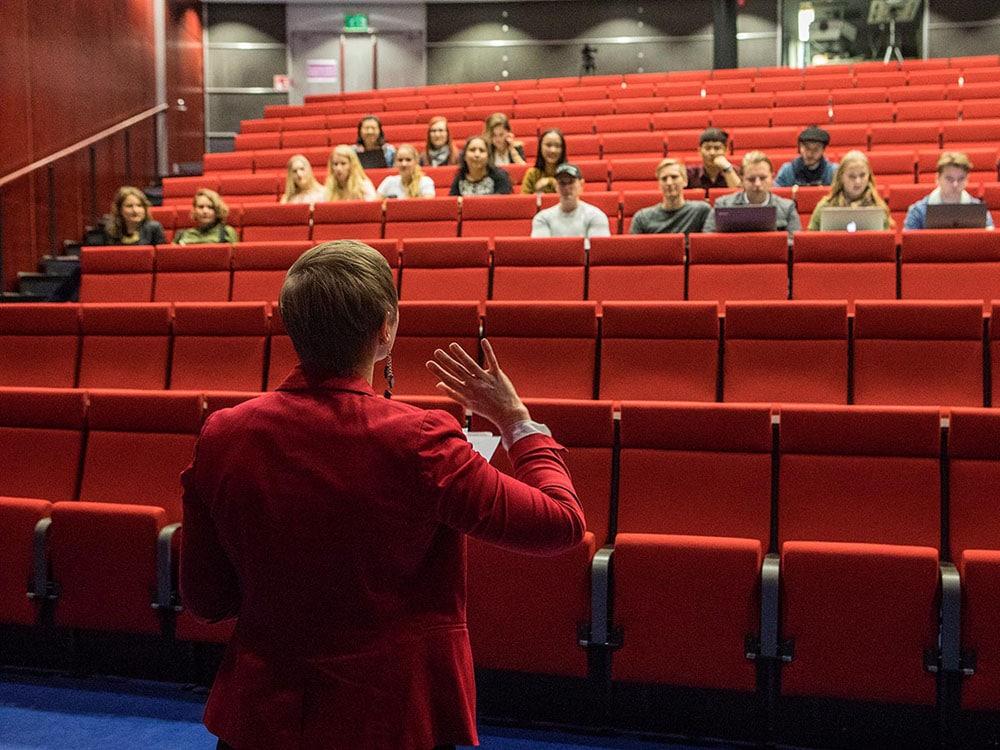 Hakijoita auditoriossa
