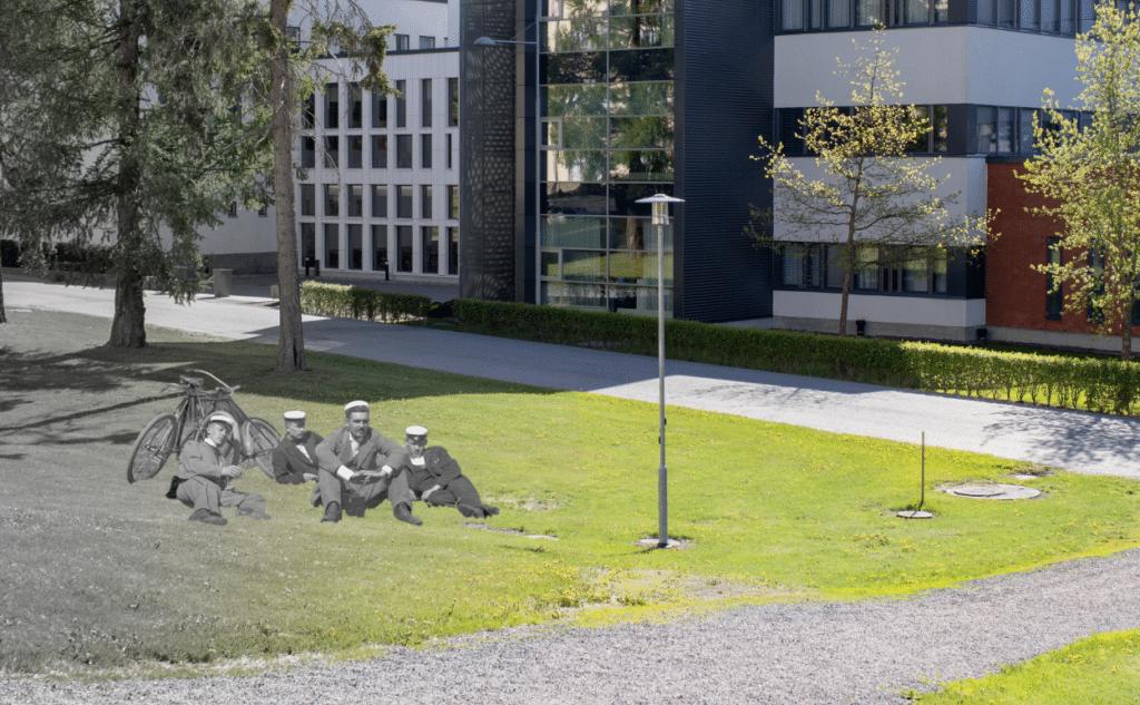 kuvamanipulaatio vanhat opiskelijat kampuksen nurmella
