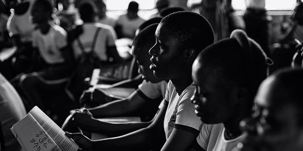 afrikkalaisia nuoria luennolla