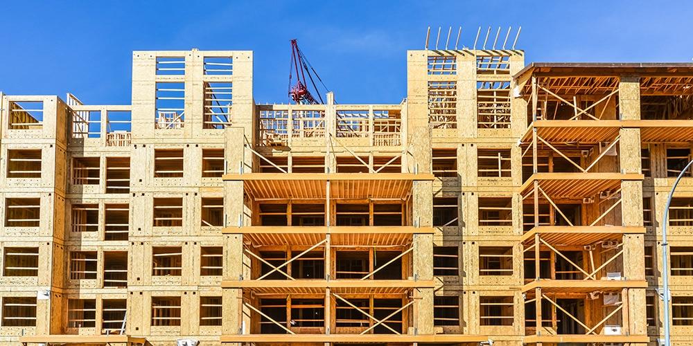 puinen talo rakenteilla
